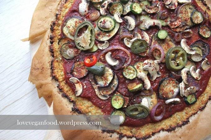 Pizzaboden mit Blumenkohl
