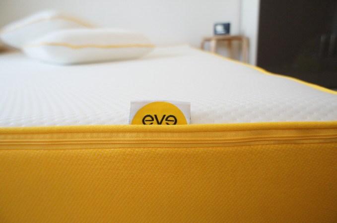 visco matratze von eve mattress und die eve kissen im test. Black Bedroom Furniture Sets. Home Design Ideas